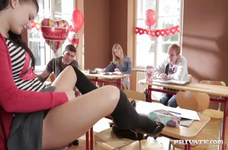 Развратные студентки устроили групповуху на День Святого Валентина