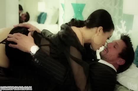 Японская красотка Asa Akira обожает здоровые члены мужиков