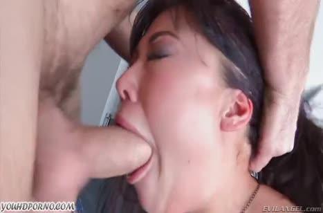 Сексуальная Лондон Киз в чулках любит развращать свой анал №3