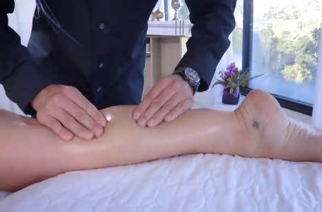 Блондинка с шикарным телом пришла на секс массаж №2
