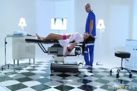 Лысый врач красиво трахнул сисястую пациентку Audrey Bitoni №1