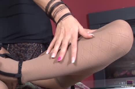 Шикарная Sabrina Moore доставила себе оргазм мастурбацией