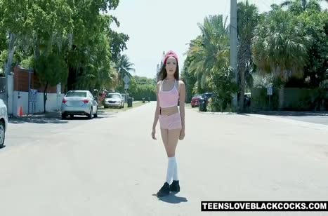 Молоденькая Kiley Jay стонет на толстом черном болте