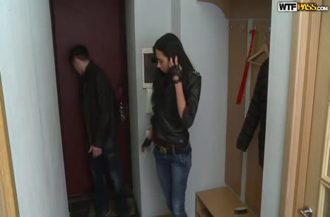 Молодая русская подруга поддалась на уговоры сняться в порнухе №2