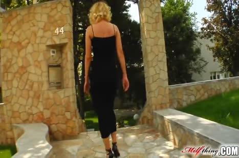 Зрелую красотку блондинку мощно отперли во все щели
