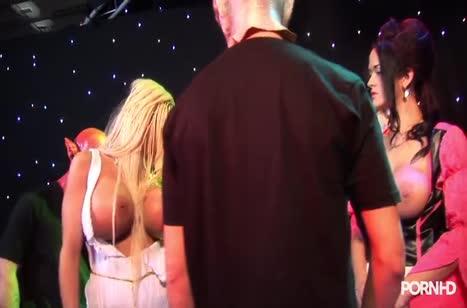 Сексуальные девки устроили групповуху с мужиками в костюмах