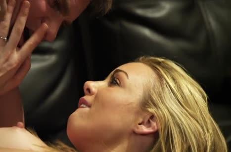 Красивая блонди очень страстно сосет хер и наслаждается трахом №3