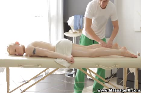 Молодая Лола Тейлор согласилась на секс с массажистом №2