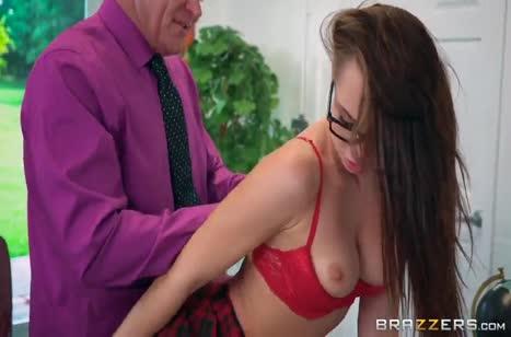 Ради отметок студентка Аидра Фокс готова на секс с преподом №3