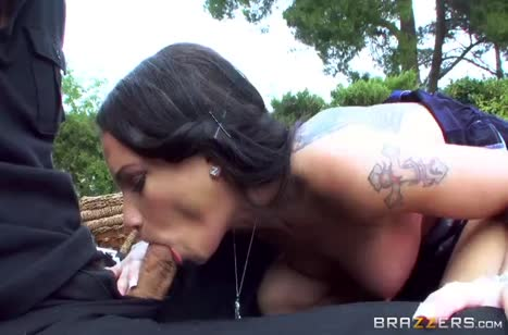 Красотка Равен Бэй охотно принялась сосать хер на пикнике №3