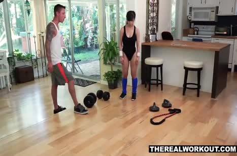 Приставучий тренер разводит Jade Kush на трах после занятий №2