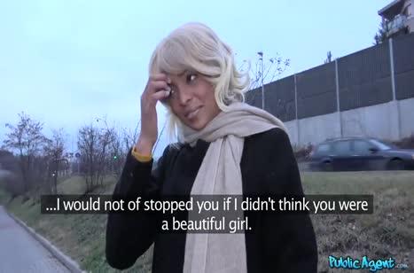 Беловолосую негритянку зажали в углу перед камерой №1