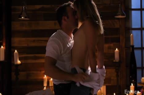 Mona Wales устроила с мужем красивое порно при свечах №2