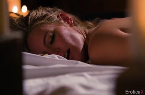 Mona Wales устроила с мужем красивое порно при свечах №3