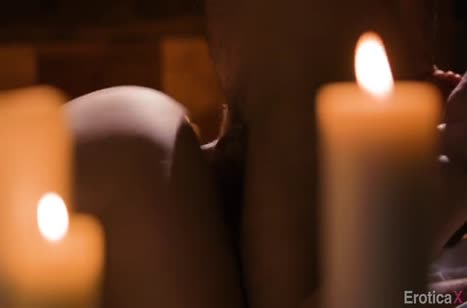 Mona Wales устроила с мужем красивое порно при свечах №4