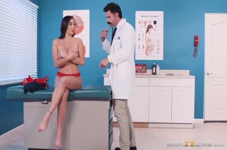 Усатый доктор прокатил на члене сисястую Карли Грей