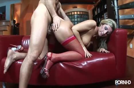 Блонди в красных чулочках прыгает на большом члене №5
