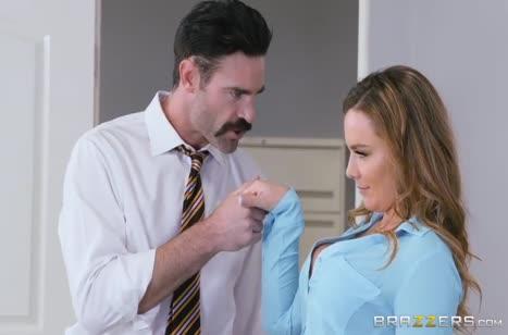 Соблазнительная Natasha Nice завела чувака своей жопой