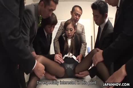 Коллеги на работе развращают писечку перед камерой доступной азиаточки №2