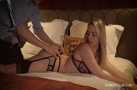 Mia Malkova одела секс наряд и устроила жестко порно с мужем №3