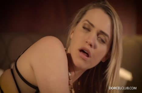Mia Malkova одела секс наряд и устроила жестко порно с мужем №4