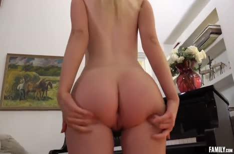 Секси пианистка Dakota Bleu не против жесткого траха №2
