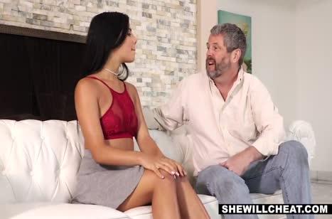 Сучка Gina Valentina выпросила трах со здоровым негром