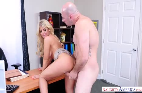 Блондинка Кайла Кейден не устояла перед флиртом в офисе №3